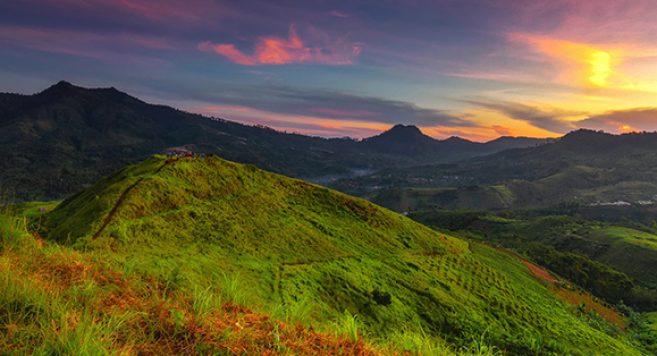 Bukit Teletubbies Bandung Hamparan Rumput Romantis