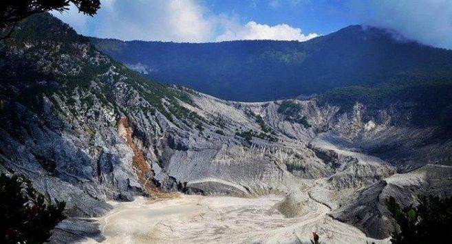 Pesona Kawah Ratu Gunung Tangkuban Perahu Bandung