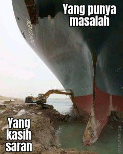 Deretan Meme Kapal Raksasa Evergreen, Solusi no 8: Dikeruk Cangkul Kuli,  Bersama Kuli Selamatkan Dunia